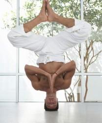 headstand-balance-yoga